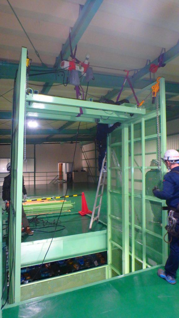 垂直搬送機据付工事